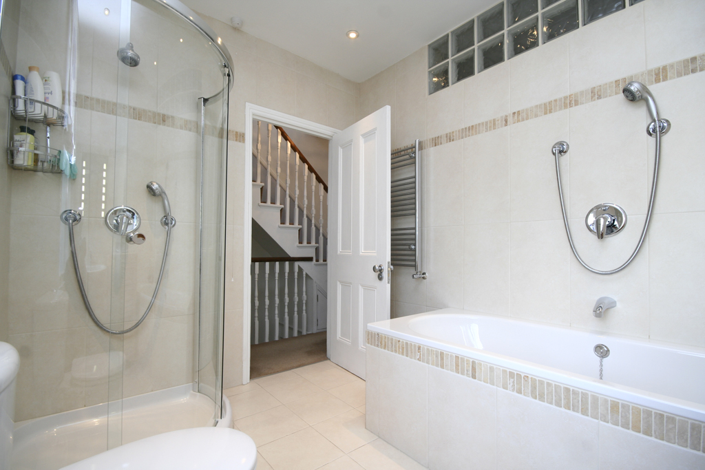 Greffen luxury bathrooms ensuites and shower rooms for Bathroom designs exeter